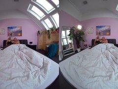 VR: LillieVanilli kümmert sich um Morgenlatten
