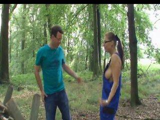 Blank AO im Wald abgefickt