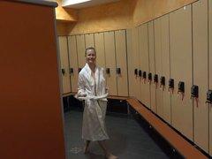 Krass! Public Creampie Fick in der Sauna!