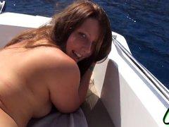 Loser! Mit Boot imponiert aber konnte nicht ficken!