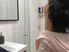 Komm mit mir unter die Dusche!!!