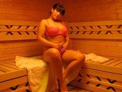 Laura in der Sauna 2