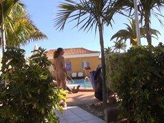 Nackt in Public - Seitensprung im Urlaub