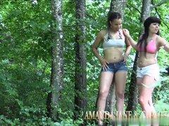 Gruppensex im Wald mit 2 versauten Girls