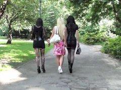 3 Girls machen Weit.Pissen in Berlin im Park!