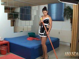 Zimmerdame Amanda fickt Hotelgast mit Spermabelohnung