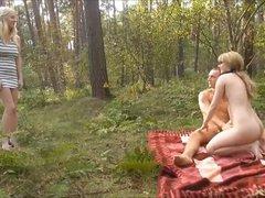 Spontaner 3er im Wald!